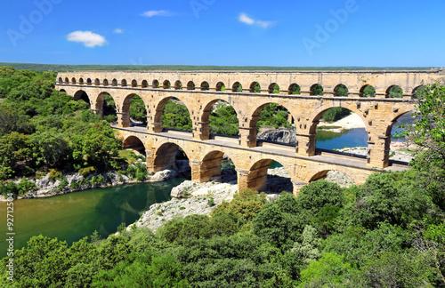 La pose en embrasure Ponts Le Pont du Gard franchissant le Gardon