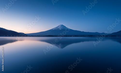 Fotografie, Obraz  mountain Fuji at dawn with peaceful lake reflection