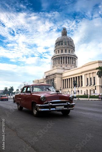 Photo Classic american car and Capitolio landmark in Havana,Cuba