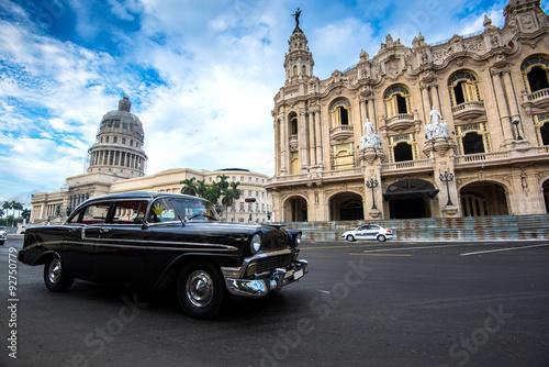 Staande foto Havana Classic american car and Capitolio landmark in Havana,Cuba
