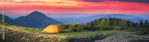 In de dag Kamperen Tent in the mountains