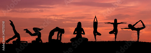Spoed Foto op Canvas School de yoga Silhouette of a beautiful Yoga woman