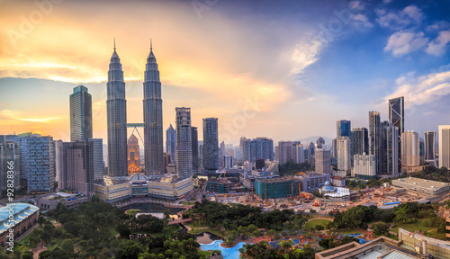 Photo Kuala Lumper skyline at twilight