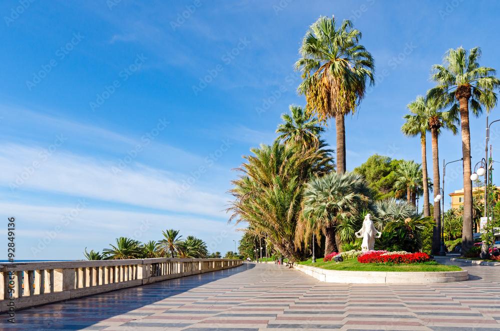 Fototapety, obrazy: Sanremo (Italian riviera), promenade and Statua della Primavera
