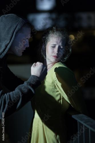 Fotografía  Threatening woman at night