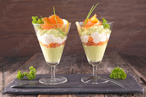 Foto auf Gartenposter Vorspeise entree, avocado mousse with cream and smoked salmon