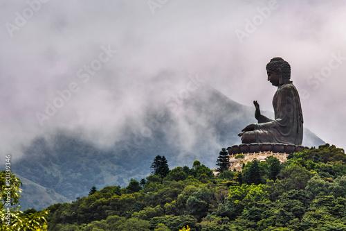 Montage in der Fensternische Hongkong A Buddha statue in Hong Kong