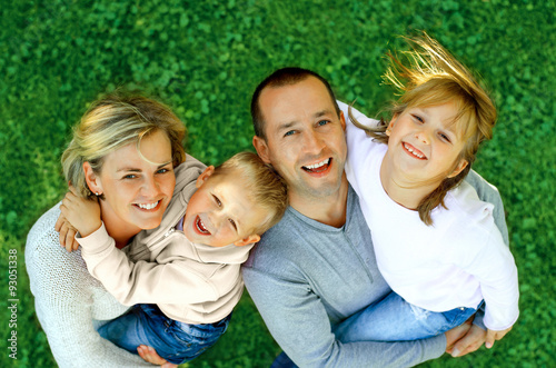 Juliste  portrait of a happy family smiling a top view