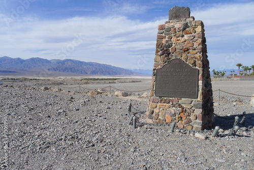 Photo 49ers Gateway Monument on Death Valley National Park