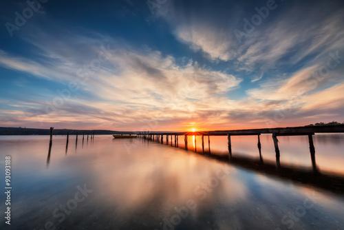 Obraz Zachód słońca nad jeziorem - fototapety do salonu