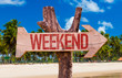 canvas print picture - Weekend arrow with beach background