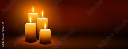 Fotografie, Obraz  Vierter Advent, vier Kerzen - Kerzenschein auf dunkelbraunem Panorama Hintergrund - Adventszeit Banner