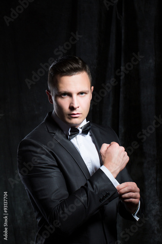 фотография  Man dressed as an agent.