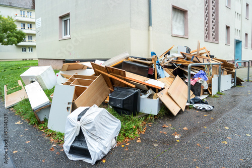 Fotografía  Big pile of old broken furniture