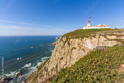 Montage in der Fensternische Leuchtturm Cabo da Roca (Cape Roca) lighthouse and cliffs.
