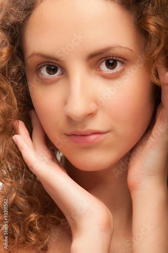 Portrait of beautiful curly girl Tapéta, Fotótapéta