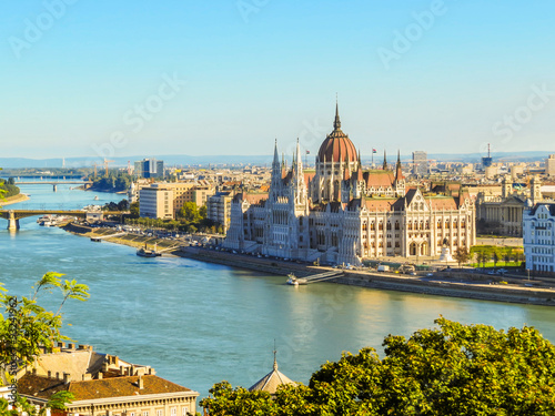 Foto View of Danube River and Hungarian Parliament Building, Budapest, Hungary
