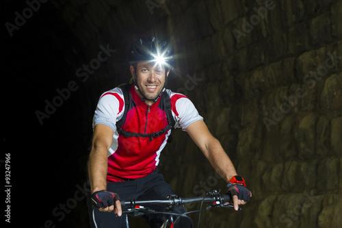Obraz Portrait Mountainbiker mit Stirnlampe - fototapety do salonu