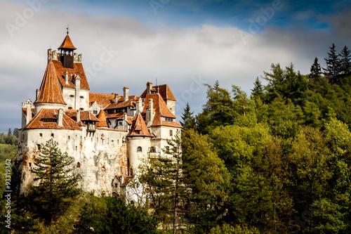 Fotografie, Obraz  Bran hrad, Romania, Transylvania, hrad z legend a upírů v slunečný podzimní den