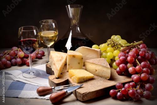 Fotografie, Obraz  Víno, hrozny a sýrem
