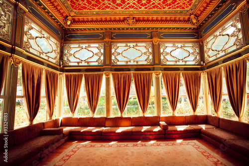 Turkish sofas and colorful ceiling in traditional Ottoman room of the 15th centu Fototapet