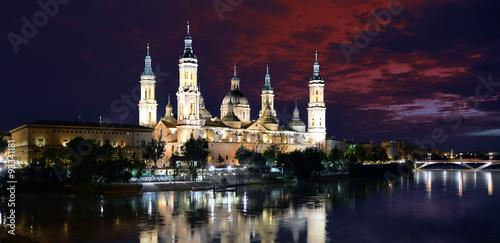 Basilica di Nostra Signora del Pilar, Saragozza - Panorama notturno sul fiume Ebro