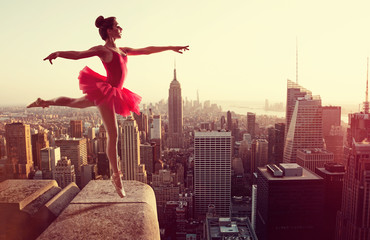 Obraz na PlexiBallet Dancer in front of New York Skyline