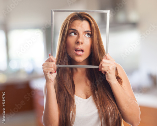 Photo woman with a frame