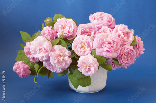 Huge bunch of pink roses on artistic background - 93414178