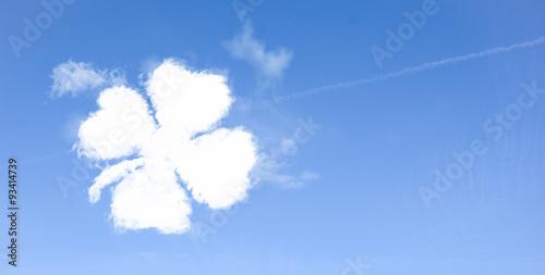 Photographie  Wolken im Himmel Kleeblatt