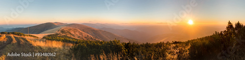 Poster Ochtendgloren Panorama of amazing sunrise on mountain ridge