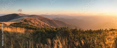 Keuken foto achterwand Heuvel Beautiful sunrise in the mountains