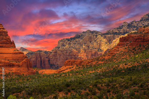 Photo Stands Magenta Sedona Arizona Sunrise