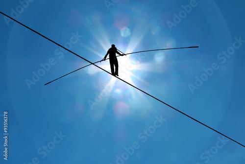 Fotografía  Highline walker in blue sky concept of risk taking and challenge