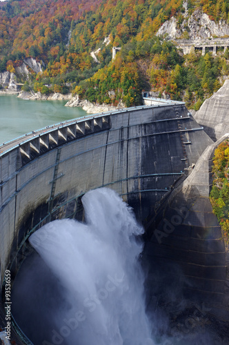 Tuinposter Dam 秋の黒部ダム
