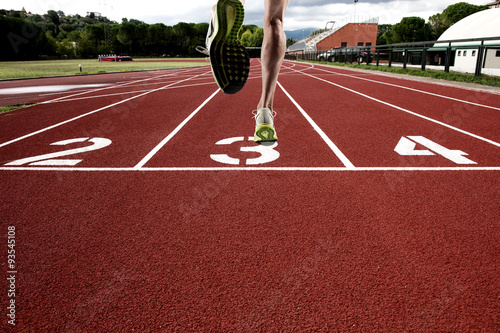 Run on athletic track - 93545108