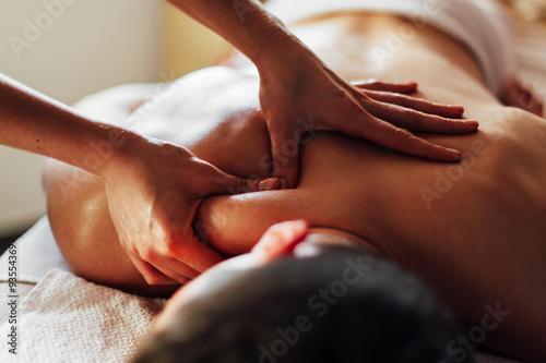 Foto Selbst ein harter Kerl braucht eine Massage