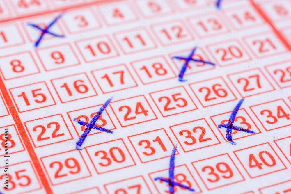 Ausgefüllter Lottoschein Foto, Poster, Wandbilder bei EuroPosters