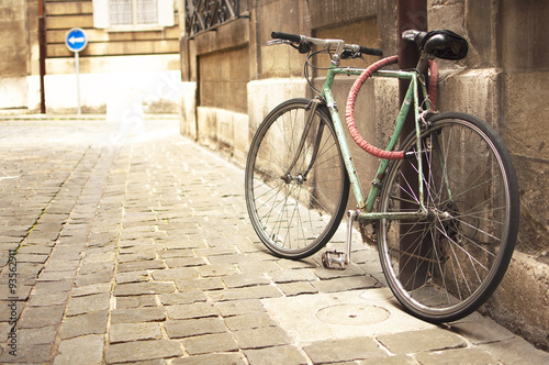 Tuinposter Fiets Vintage bike parked in the street