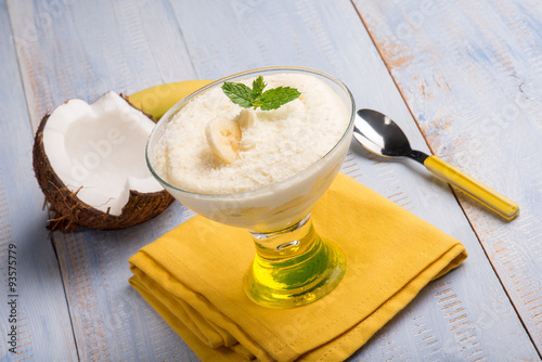 Photo  coconut and banana mousse