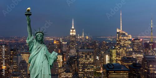 Fotografie, Obraz  United States of America koncepce s sochou svobody v přední části panoráma v noc