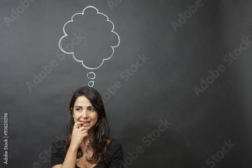 Fotografie, Obraz  Bella ragazza pensierosa con nuvoletta disegnata