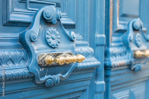 Poster de jardin Paris PARIS, FRANCE, on AUGUST 28, 2015. Architectural details of typical buildings. Beautiful doors