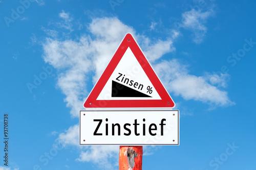 Fotografía  Achtung Zinstief Schild