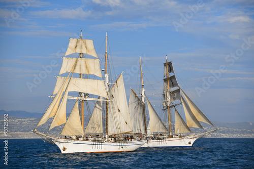 Foto auf AluDibond Schiff Tall ship sails around Dana Point Harbor.