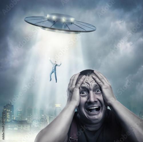 Türaufkleber UFO Adult man scared by UFO