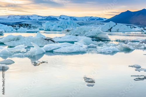 Poster Glaciers Scenic view of icebergs in glacier lagoon, Iceland