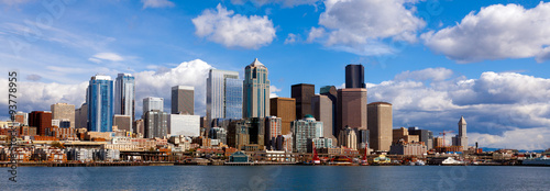 Photo Panoramic view of Seattle skyline and waterfront, viewed from the water