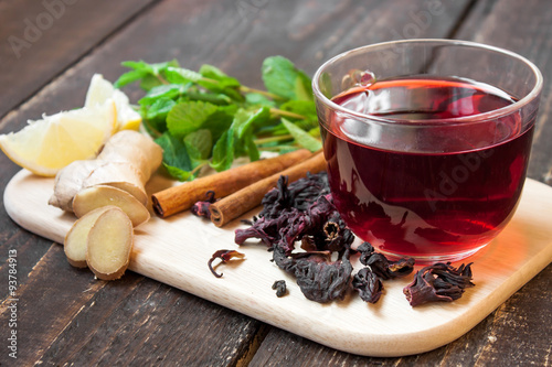 Foto auf Gartenposter Tee Hibiscus tea in a glass cup and spices