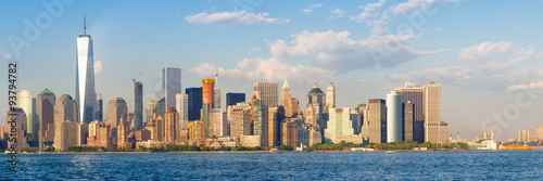 Montage in der Fensternische New York High resolution panoramic view of the downtown New York City skyline seen from the ocean